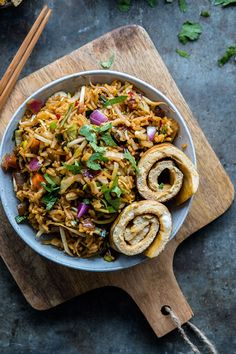 This Spicy Vegetable Pad Thai recipe is easy to make in just 15 minutes! Good Healthy Recipes, Clean Recipes, Veggie Recipes, Vegetarian Recipes, Food Porn, Vegetarian Appetizers, Food Staples, Comfort Food, Food Inspiration