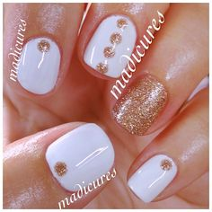 Gold and White nails. Christmas nails or classy nails. Get Nails, Fancy Nails, Love Nails, How To Do Nails, Pretty Nails, Hair And Nails, Shellac Nails, Nail Polish, Uñas Fashion