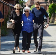 Taylor Swift Flies to U.K. to Meet Tom Hiddleston's Mom. See Picture of Their Happy Outing