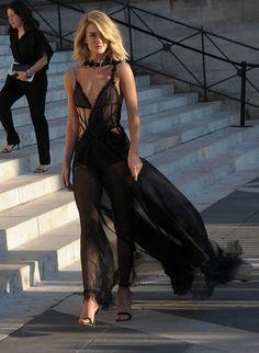 rosie-huntington-whiteley-at-atelier-versace-fashion-show-in-paris_8.jpg 1200×1638 пикс
