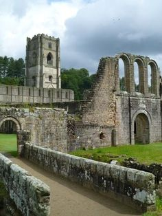 12 Ancient or Abandoned Places Fountains Abbey, North Yorkshire England Places Around The World, Oh The Places You'll Go, Places To Visit, Around The Worlds, Yorkshire England, Yorkshire Dales, North Yorkshire, Carl Sagan, Famous Castles