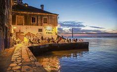 10 restaurants typiques à Lisbonne – Le Ponto Finale Visit Portugal, Spain And Portugal, Portugal Travel, Lisbon Restaurant, Voyage Europe, Destination Voyage, Europe Destinations, Where To Go, Places To Go