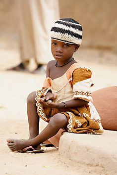 Africa | People.  Girl photographed in Niger.