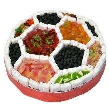 Football candy cake for sweet football lovers Sports Themed Birthday Party, Birthday Snacks, Soccer Party, Homemade Iced Tea, Bar A Bonbon, Iced Tea Recipes, Mickey Party, Tartan, Food
