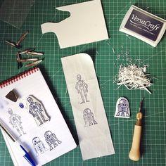 Oops! I did it again... Lo sapevo che ci sarei ricascata molto presto... È bastato un pezzo di gomma!  chiusura totale in 3 2 1.... Ciaone!!! #stamp #sellos #print #printwork #handcrafted #sketch #illustration #blockprint #starwars #c3po #r2d2 #handmade #madstamp #geek #nerd gracis a @vostok_printing_shop de #barcelona donde e comprado todo! #ilovemywork