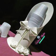 Crear con foamy: Como hacer un práctico porta vasos para fiesta Twine Crafts, Foam Crafts, Christmas Sewing, Diy Christmas Gifts, Diy Home Crafts, Diy Arts And Crafts, Graduation Party Centerpieces, Crafts To Make And Sell, Baby Decor