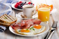 Get the list of amazing deals and discounts from Tiffin Room - Holiday Inn & Suites Restaurant now at Foodeebuddee Morning Breakfast, Morning Food, Eat Breakfast, Tiffin Room, Manger Healthy, Think Food, Fresh Fruits And Vegetables, Perfect Breakfast, Dinner Recipes