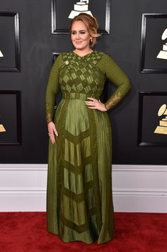 Adele Wears a New Color on the Grammys Red Carpet