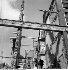 Verlaten stadspand in de Jodenbuurt, die vrijwel is gesloopt wegens zoektocht naar brandhout in de hongerwinter, Amsterdam (1944-1945)