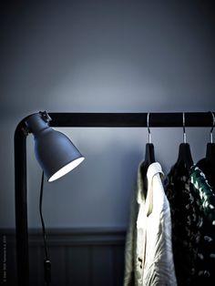 LED-lampor blir inte varma och är därför en säkrare ljuskälla än den klassiska glödlampan. HEKTAR vägg-/klämspot.