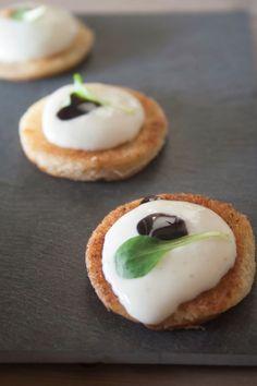 Toastje met mousse van Brie en balsamicocrème