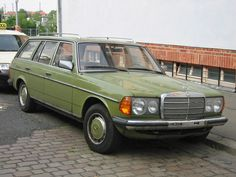 Mercedes 240TD.