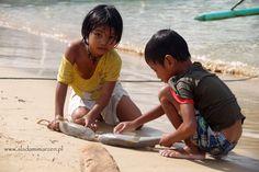 El Nido, childern on Palawan playing sharks