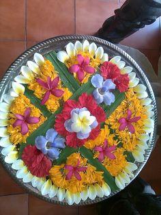 new Ideas for flowers arrangements bouquets simple Rangoli Designs Flower, Rangoli Designs Diwali, Flower Rangoli, Diy Diwali Decorations, Festival Decorations, Flower Decorations, Wedding Decorations, Arti Thali Decoration, Pookalam Design