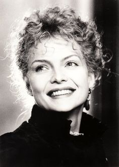 """Michelle Pfeiffer as Countess Ellen Olenska in """"The Age Of The Innocence""""."""