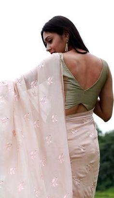 Peach Sorbet and Pearls Pure Silk Chiffon Saree Saree Blouse Neck Designs, Simple Blouse Designs, Stylish Blouse Design, Bridal Blouse Designs, Choli Designs, Designer Blouse Patterns, Skirt Patterns, Coat Patterns, Clothes Patterns