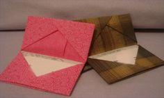 Chegou a minha vez de praticar Orinuno (origami em tecido), adorei a ideia, porque além de fácil, relaxa e diverte enquanto transforma tecidos emobjetos úteis, detalhe sem máquina de costura. Me e…