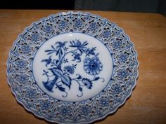 Magnificent-Vintage-MEISSEN-Blue-Onion-Reticulated-DINNER-Plate