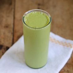 Matcha Mango and Ginger Smoothie. Matcha Mango and Ginger Smoothie - a health drink that tastes like dessert. Matcha Smoothie, Juice Smoothie, Smoothie Drinks, Breakfast Smoothies, Healthy Smoothies, Healthy Drinks, Mango Smoothies, Healthy Recipes, Yummy Recipes