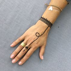 What is a Henna Tattoo? Henna tattoos are becoming very popular, but what precisely are they? Henna Hand Designs, Mehndi Designs Finger, Indian Henna Designs, Henna Tattoo Designs Simple, Unique Mehndi Designs, Mehndi Designs For Fingers, Beautiful Henna Designs, Henna Tattoo Hand, Henna Mehndi