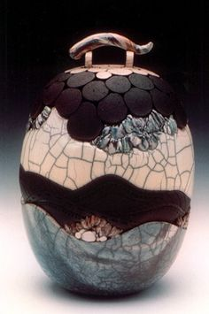 Raku and coil Ceramic Pots, Glass Ceramic, Ceramic Clay, Raku Pottery, Pottery Sculpture, Pottery Art, Kintsugi, Earthenware, Stoneware