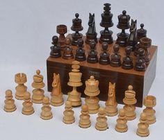 Peças para jogo de xadrez acondicionadas em caixa de ma..                                                                                                                                                                                 Mais