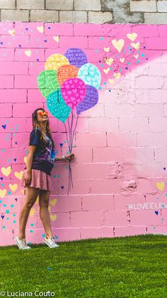 LUGARES PARA FOTOS DE INSTAGRAM EM TORONTO | lucianacouto.co… | Luciana Couto | Flickr Graffiti Art, Murals Street Art, Street Wall Art, Mural Wall Art, Mural Painting, Kids Wall Murals, Garden Mural, Garden Art, 3d Foto