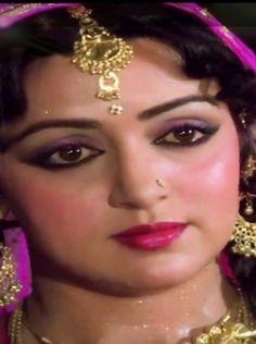 Hema Malini in Aas Paas Most Beautiful Bollywood Actress, Indian Bollywood Actress, Indian Actresses, Bollywood Bikini, Bollywood Girls, Madhuri Dixit Hot, Rajesh Khanna, Hema Malini, Star Beauty
