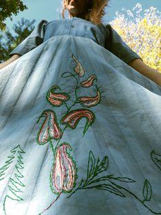 Vyšité šaty Drawstring Backpack, Backpacks, Bags, Fashion, Handbags, Moda, Fashion Styles, Backpack, Fashion Illustrations
