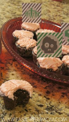 Zombie Cupcake Toppers Free Printable. #Zombie #Halloween Party