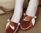 In love with these custom moccasins from Darlingtonia. $129