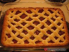 Πάστα Φλώρα νηστίσιμη Τι χρειαζόμαστε: 1 κούπα καλαμποκέλαιο 1/3 κούπας χυμό πορτοκάλι 3 κουταλιές κονιάκ 1/3 κούπας ζάχαρη ξύσμα πορτοκαλιού ή βανίλια 3 1/2 κούπες αλεύρι φαρινάπ 1/2 κιλό μαρμελάδα φράουλα ή ροδάκινο