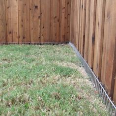 Ideas Diy Outdoor Dog Kennel Friends For 2019 Dog Fence, Dog Proof Fence, Dog Yard, Dog Run Side Yard, Fence For Dogs, Pallet Fence, Farm Fence, Backyard Dog Area, Backyard Fences