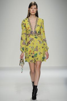 Andrew Gn Spring 2016 Ready-to-Wear Fashion Show ...love all these mustard-yellows coming through, especially with a Chinoiserie-inspired print...