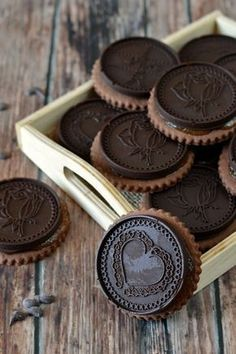 KIFŐZTÜK.HU: Sacher-keksz Decadent Food, Waffle Cake, Diet Desserts, Vegan Thanksgiving, Small Cake, Almond Cakes, Best Cookie Recipes, How To Make Cookies, Biscuit Recipe