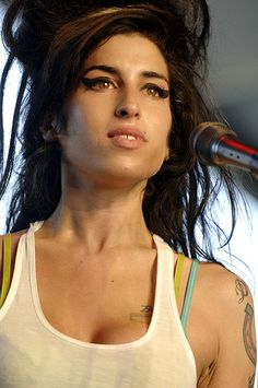 Miss Amy, what a Voice and what a big lost for the contribution of good authentic music! R.I.P. Amy