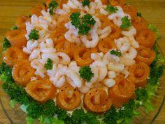 Smørbrødkake er en finere utgave av smørbrød, morsom å lage, flott å servere, saftig og god å spise. Dessuten blir den aller best hvi... Risotto, Macaroni And Cheese, Food And Drink, Rice, Lunch, Dessert, Vegetables, Breakfast, Ethnic Recipes