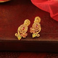 Pieces of golden magic! Gold Bangles Design, Gold Earrings Designs, Necklace Designs, Gold Jhumka Earrings, Gold Diamond Earrings, Manubhai Jewellers, Antique Jewellery Designs, Gold Jewelry, India Jewelry