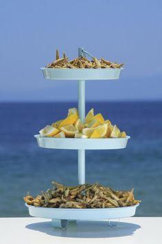 kalokeri stin ellada art de la table -fresh fried fish