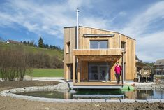 Wasserautarkes Einfamilienhaus Small Tiny House, Micro House, Tiny Houses, Style At Home, Glamping, Van Life, New Homes, Sweet Home, Cabin