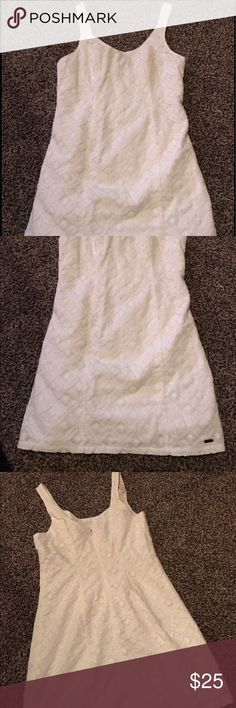 Hollister Lace dress In excellent condition brand-new lace dress lined zipper back perfect for a special occasion! Ladies size one Hollister Dresses Midi