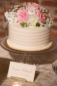 Simple wedding cake idea - one-tier, buttercream-frosted wedding cake with floral cake topper {Sweetwater Events} #weddingcakes