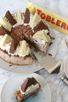 Creamy Chocolatey Toblerone Cheesecake, with a Buttery Biscuity Base – and its No-Bake! After the downright and utter success of my No-Bake Caramel Rolo Cheesecake and my No-Bake. Rolo Cheesecake, Chocolate Orange Cheesecake, Cheesecake Recipes, Dessert Recipes, Homemade Cheesecake, Classic Cheesecake, Toblerone Cake, Toblerone Chocolate, Just Desserts