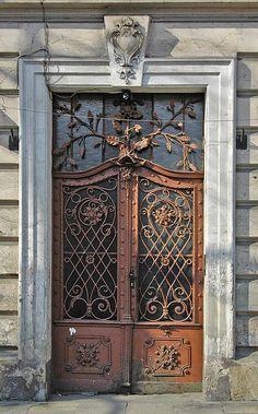 Art nouveau door in Poland Grand Entrance, Entrance Doors, Doorway, Cool Doors, Unique Doors, Knobs And Knockers, Door Gate, Iron Work, Door Design