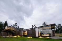 For his clients, a Mexican architect combined eight shipping container units to…