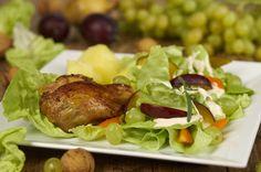 Sałata z winogronami i śliwką do kurczaka z rożna