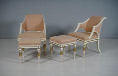 Käsinojallisia tuoleja ja raheja pari, empiretyyliset.