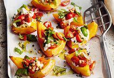 Ofenkürbis mit Ricotta und Tomaten