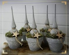 Kerstboom stoer Welcome To Christmas, Christmas World, Christmas Fun, Christmas Ornaments, Xmas Table Decorations, Winter Centerpieces, Simple Centerpieces, Garden Angels, Christmas Greenery