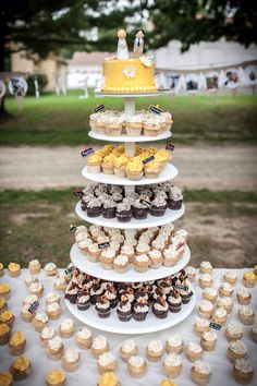 More from Vegan Sweet Tooth! One day I'll get married again! Cute idea with the variety of mini cupcakes! Yummy!